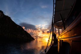 Live on board tour komodo flores murah