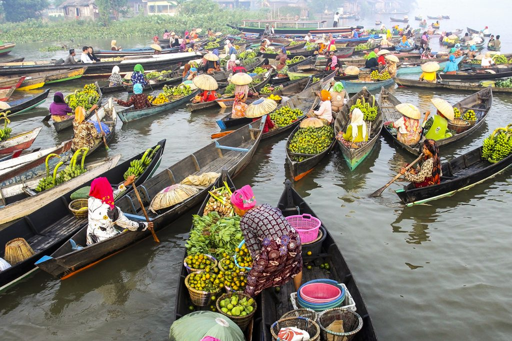 Paket wisata Pasar Terapung Banjarmasin