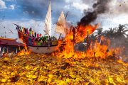 upacara bakar tongkang