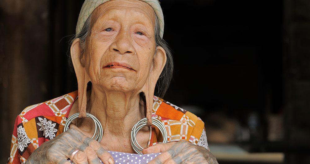 Suku Dayak kenyah kalimantan