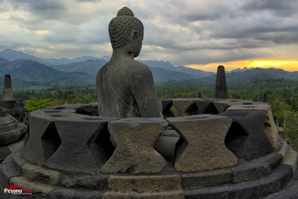 Sunset-Borobudur_edit
